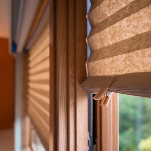 store sans percer collez c 39 est pos papier pliss. Black Bedroom Furniture Sets. Home Design Ideas